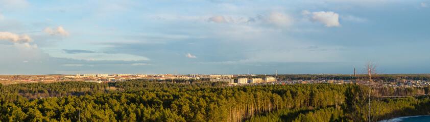Панорама индустриального города Асбеста, Урал, Россия