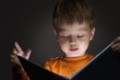 Obrazy na płótnie, fototapety, zdjęcia, fotoobrazy drukowane : boy read book