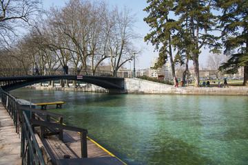 Река в городе Анси