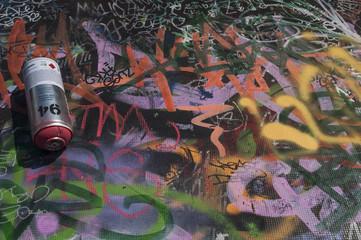 Bote de spray y graffiti