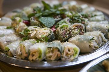 Tablett mit vietnamesischen Sommerollen / Catering