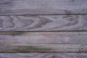 Assi di legno, trama