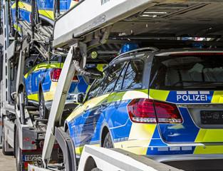 Lieferung neuer Polizeifahrzeuge
