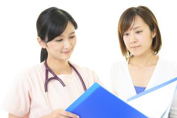 診療中の女医