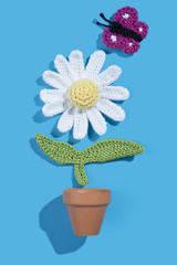 gehäkelte Magarete mit Blumentopf