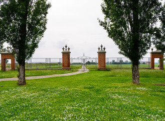 Parco con cancello antico