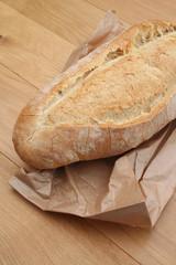 forma di pane su tavolo di legno