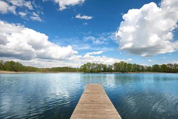 Sommerwolken am See