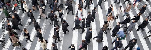 Poster Menschen überqueren eine Straße