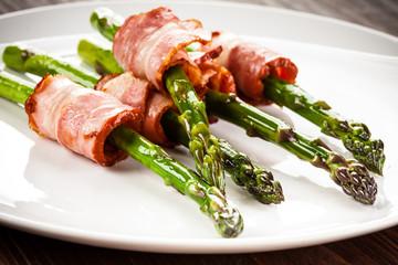 Asparagus and fried bacon