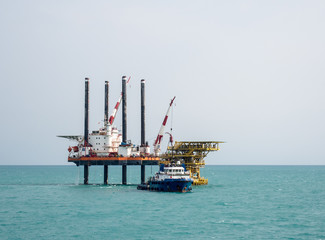 Self-elevating jack-up barge and offshore support vessel