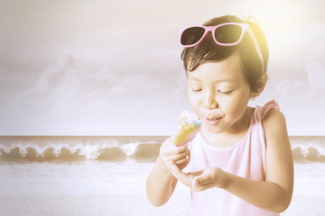 Kid holds a melted ice cream