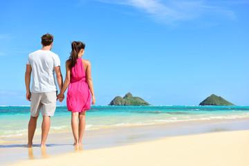 Beach summer holiday - couple on Hawaii vacation
