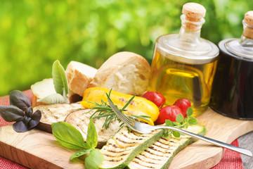 Gegrillte Antipasti mit Olivenöl und Balsamico