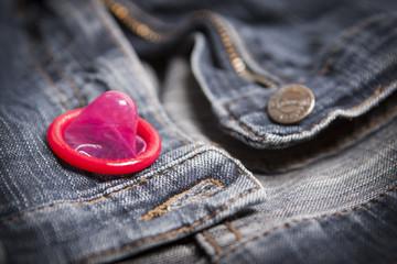 Sexualität  Verhütung mit Kondom  © Matthias Buehner