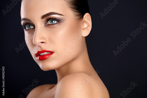 Poster Beauty roten Lippen Make-up. Schöne Frau, Whit Make-up