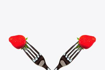 Fragole su forhetta, fragolona rossa, fragole sospese