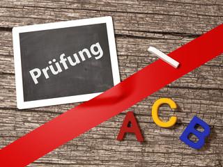 Prüfung Tafel Kreide Buchstaben ABC Schule Lernen