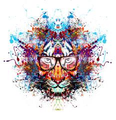 Абстрактный красочный Тигр в очках на белом фоне