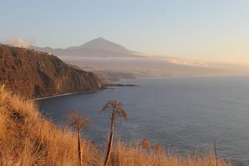 Atardecer en el Teide desde la costa.