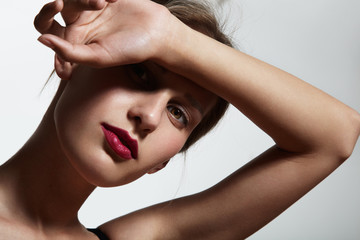beauty girl's portrait. red lips, sunligt, ideal skin