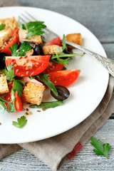 Summer salad with tomatoes and arugula