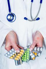 Arzt verschreibt ein Medikament