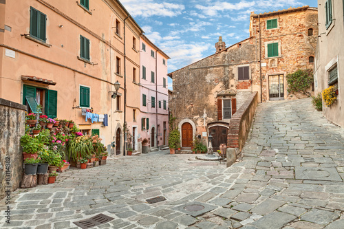 Zdjęcia na płótnie, fototapety na wymiar, obrazy na ścianę : old town Castagneto Carducci, Tuscany, Italy