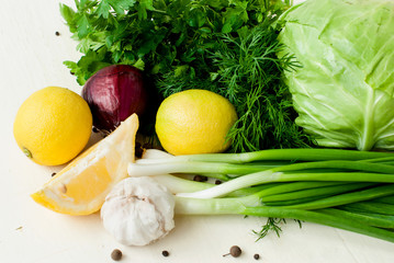 slices of lemon, garlic cloves, fennel, Parsley, chives, head of