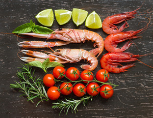 Raw langoustines and shrimps with vegetables