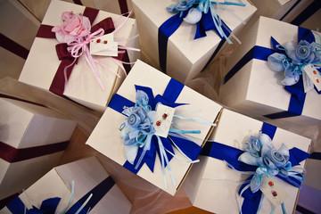 Scatole regalo per bomboniere viste dall'alto