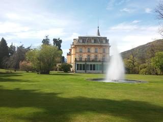 Villa con prato e fontana