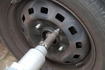 Reifenmontage mit Schlagschrauber