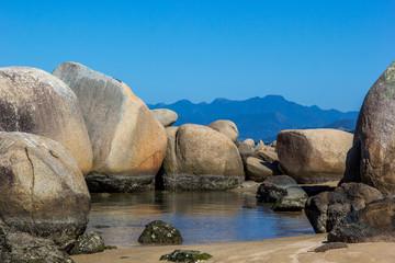 Rochas e água