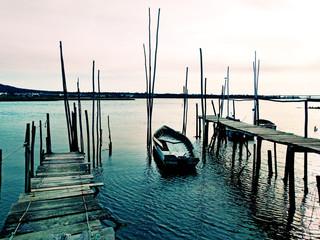 Velho barco de madeira