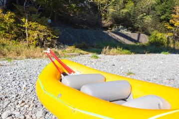 黄色いゴムボート