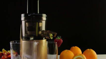 Dolly: Cold press juicer for making fruit and berry juice