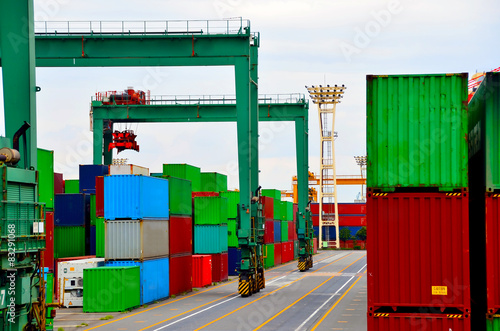 Foto op Plexiglas Op straat Rubber tyred gantry crane in container yard, the Port of Tokyo