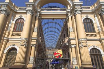 旧市街のセントラルフリママーケット