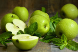 Fototapety Green apples with mint leaves.