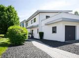 Modernes Wohnhaus im Wohngebiet