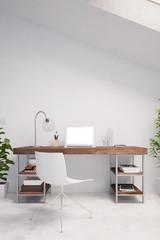Computer auf Schreibtisch im Home Office
