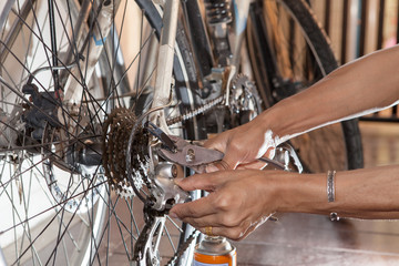 hand diy maintenance old bicycle gear stering