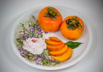 Frutas em prato antigo