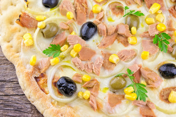 Pizza with Mozzarella, Tuna, Onions and Olives