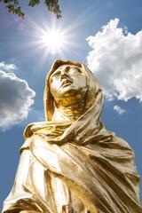 Goldene Skulptur von Mutter Maria