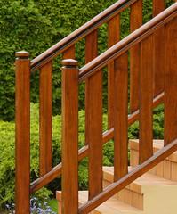 Treppengeländer an Außentreppe in Echtholz