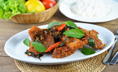 fried fish with red chilli sauce