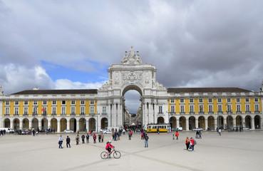 Praca do Comercio und Arco Monumental, Lissabon