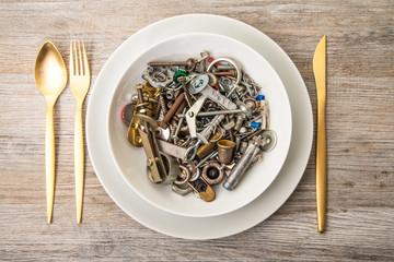 piatto con minuteria metallica